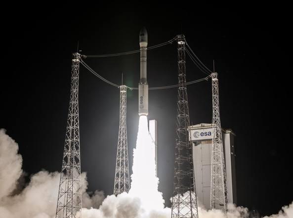 Il decimo lancio del razzo Vega (Avio)