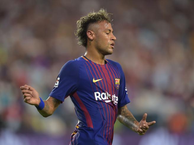Neymar al Psg, ora è ufficiale. Il Barcellona: «Ci ha chiesto di andare via»