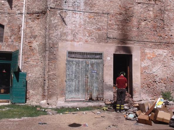 I Vigili del Fuoco al lavoro nell'abitazione della famiglia Bartolucci (Ansa)