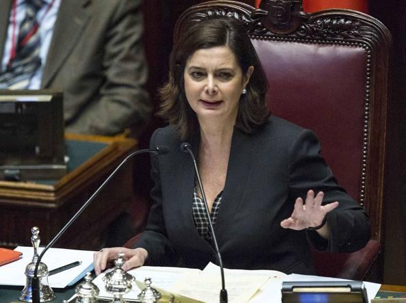 Vitalizi, scontri alla Camera: Boldrini espelle Di Battista