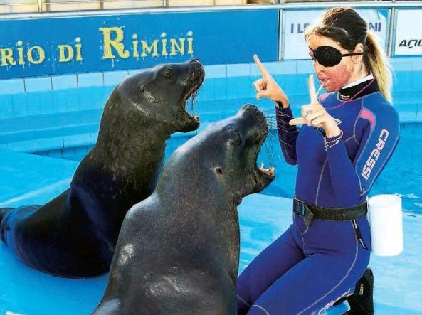 L'ex miss sfregiata Gessica Notaro nel mirino degli animalisti: