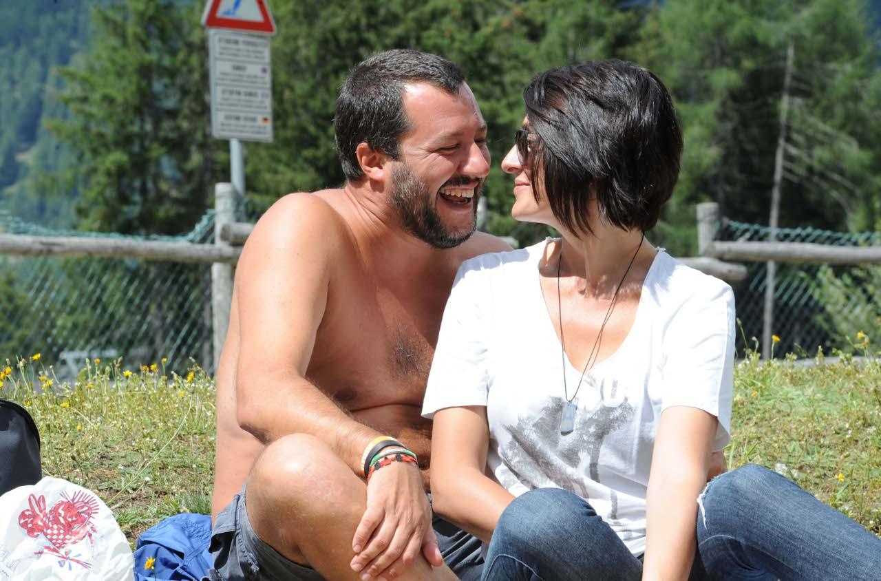 Agosto 2017 coppia si lascia filmare al parco lambro 9