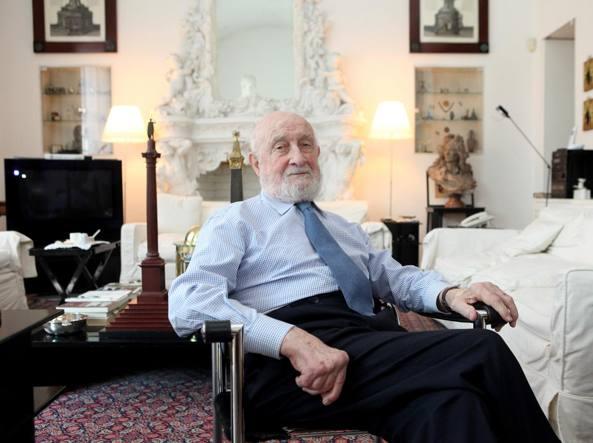 Vittorio Gregotti nella sua casa milanese (foto Nicola Vaglia/ LaPresse)