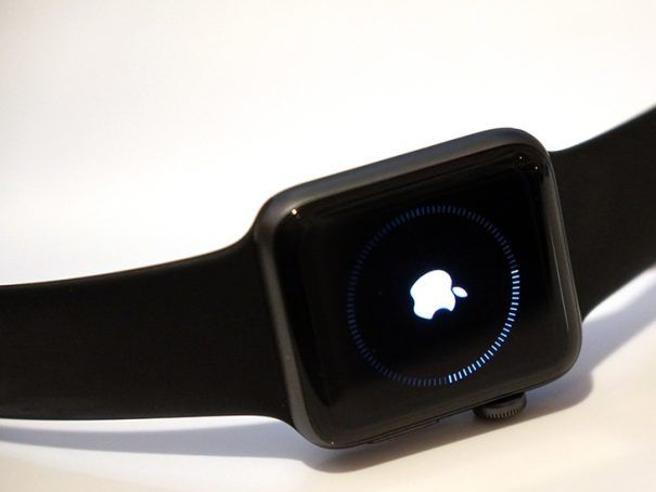 Il prossimo Apple Watch si connetterà a internet da solo (e sarà indipendente dall'iPhone)