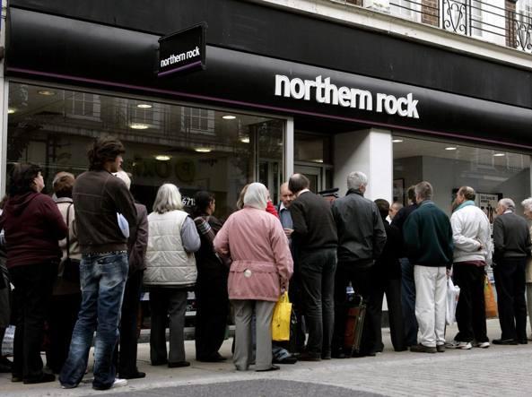 Una filiale della banca a Kingston, nel Surrey, il 17 settembre 2007 (Reuters)