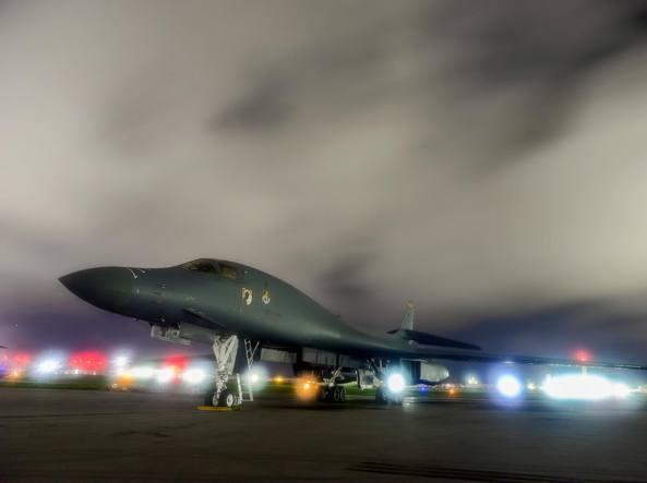 Un bombardiere B-1B nella base Andersen a Guam, nel Pacifico occidentale  (Reuters)
