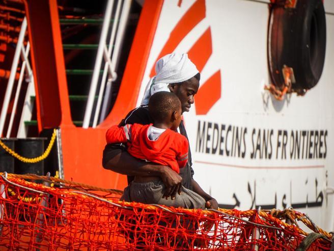 Migranti, lo strappo di Msf: «Stop  alle  attività, ora è troppo rischioso» video