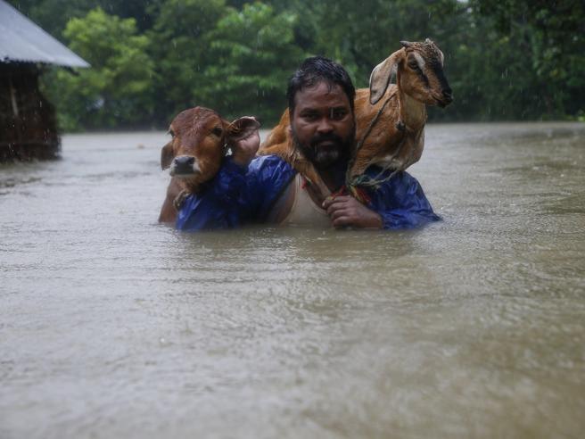 Inondazioni in Nepal: 30 morti.Bloccata  famiglia di turisti italiani