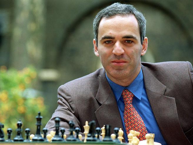 Dopo 12 anni l'ex campione del mondo Kasparov torna a giocare