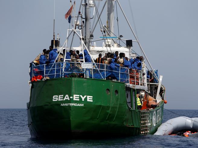 Migranti, un'altra Ong sospende soccorsi Dopo Msf, si sfila anche la tedesca Sea Eye