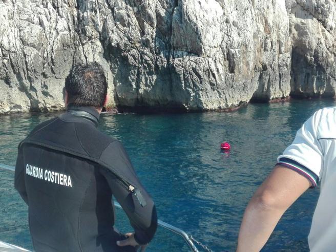Tragedia tra Ischia e Procida, muoiono un sub e una ragazzina
