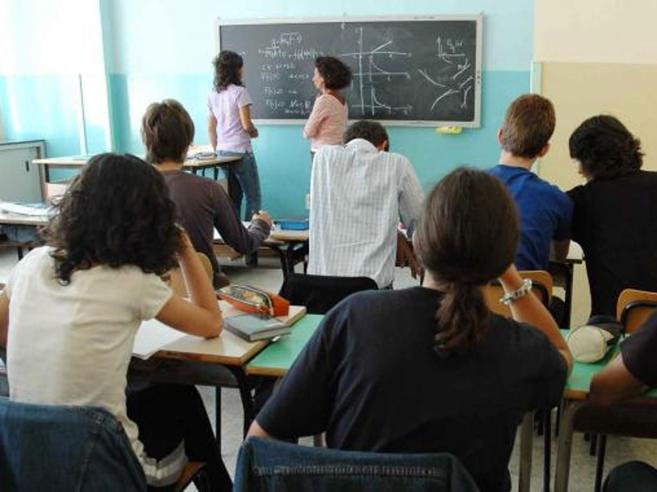 Caos sui nuovi prof: un preside su due rinvia la selezione I licei
