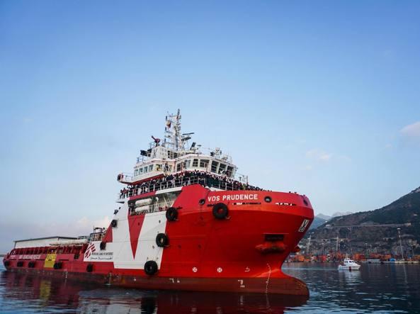 La nave di Medici senza Frontiere è ancorata nel porto di Catania (Ansa)