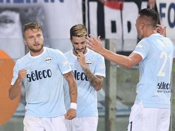 Ciro Immobile realizza il calcio di rigore dell'1-0 (ansa)