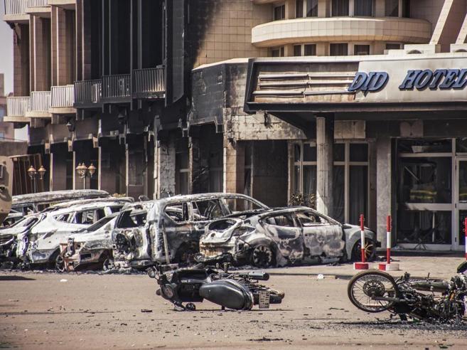 Burkina Faso, spari in un ristorante: almeno 17 morti, sospetto terrorismo
