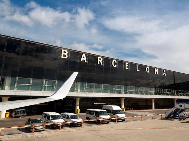 Da oggi poliziotti pronti a rimpiazzare chi sciopera all'aeroporto di Barcellona