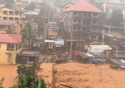 News dall 39 africa alluvione a freetown sierra leone una for 300 case piedi quadrati
