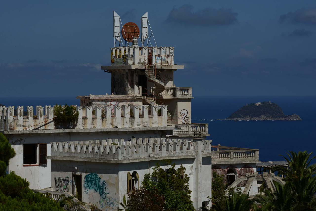 Alassio l hotel dove alloggi la nazionale di bearzot ora for Hotel barato puerta del sol