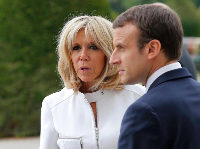 Brigitte «Macron ha un solo difetto: è più giovane di me»