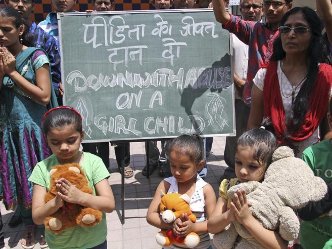 India, bambina di 10 anni violentata è stata obbligata a partorire
