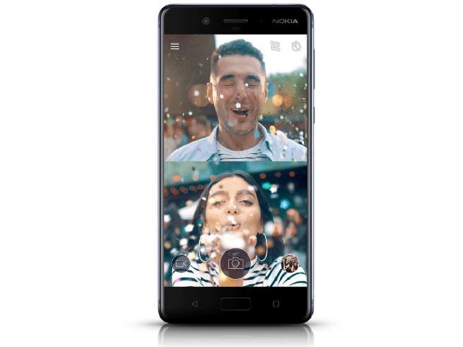 Nokia 8 sfida iPhone e S8 con i «Bothie», i selfie 2.0