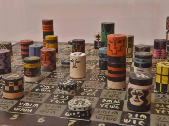 Un'opera di Xul Solar (Buenos Aires 1887-1963) Pan ajedrez (1945, installazione con 110 figure degli scacchi)