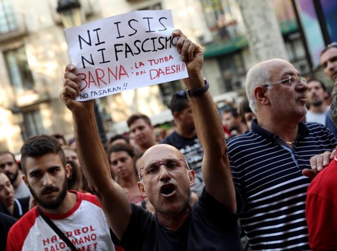 Pérez-Reverte: «Ora basta buonismo, con i fanatici non si può dialogare»