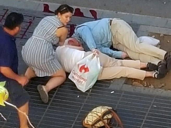 Da Parigi a Bruxelles a Barcellona: gli attentati terroristici, la paura e la speranza raccontate nelle foto simbolo