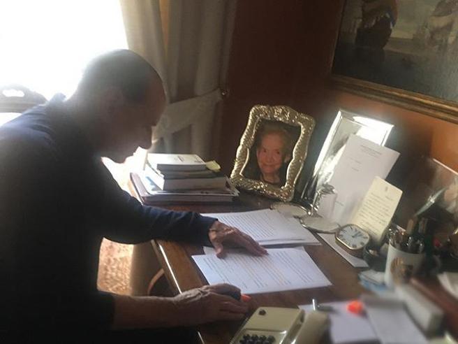 Berlusconi tra fitness, dieta e lavoro la scelta di stare ad Arcore