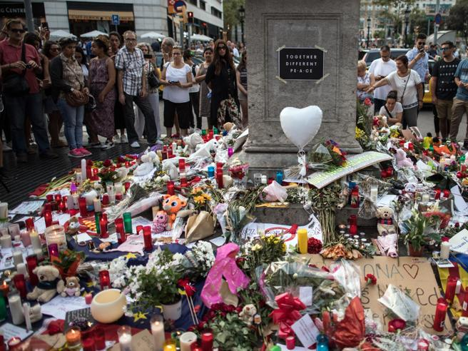 Barcellona, caccia al terrorista in fuga   Un'italo argentina tra le 14 vittime