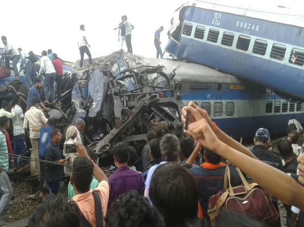 Incidente ferroviario in India, 24 morti e oltre 150 feriti