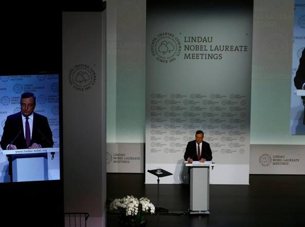 Draghi difende le politiche della Bce:
