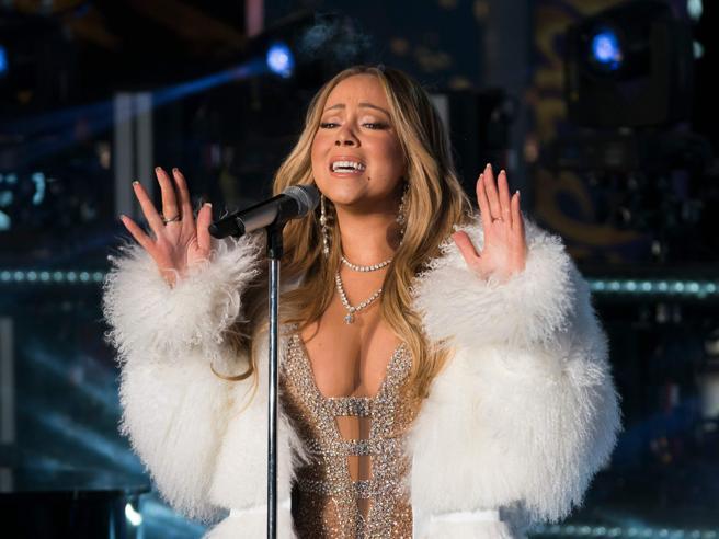 Mariah Carey canta a Capodanno a Times Square: il riscatto dopo il flop dello scorso anno