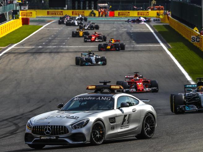 Safety car in F1: la Mercedes da 310 km/h«Difficile stare davanti alla monoposto»