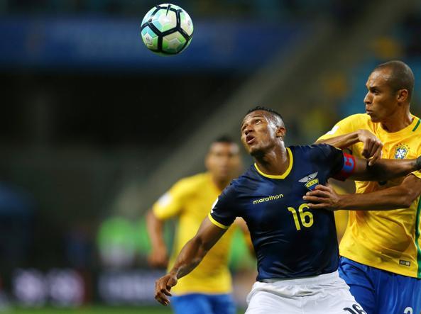 Inter, paura per Miranda: in Brasile prende un colpo alla testa