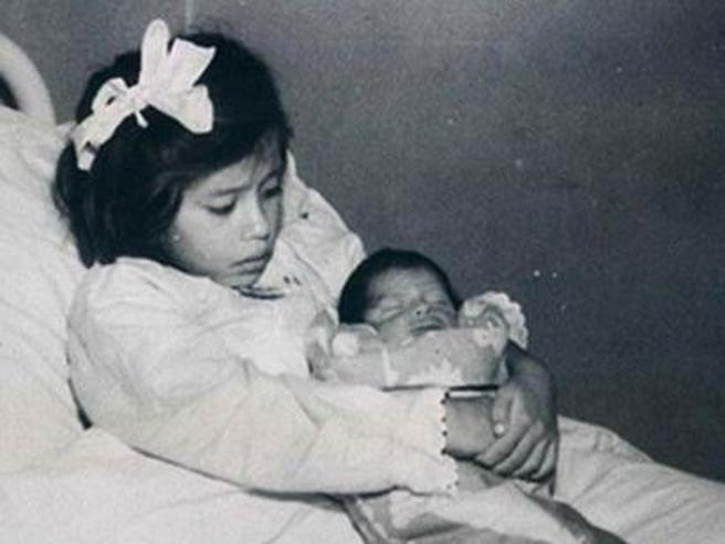Lina, la mamma più giovane del mondo che partorì a soli 5 anni Foto