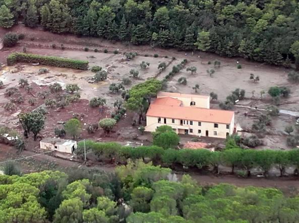 A Livorno si scava tra fango e rabbia