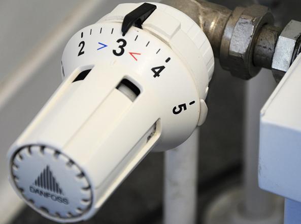 Controlli in arrivo sui riscaldamenti centralizzati: multe fino a 2.500 euro