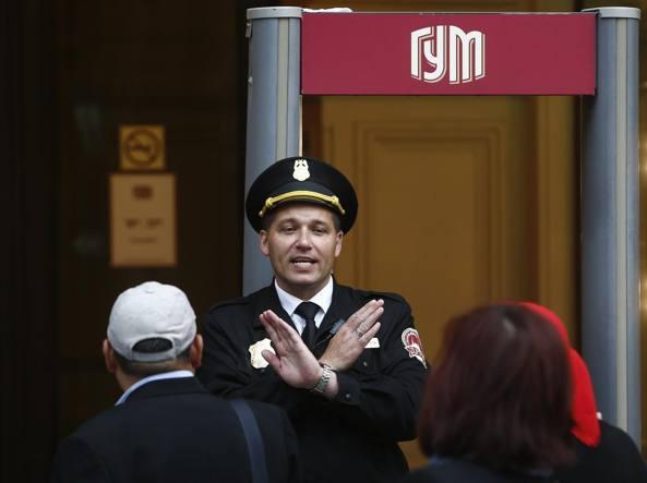 Allarmi boma a Mosca: 20 mila persone evacuate