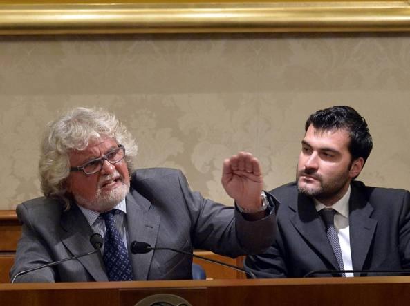 Riccardo Nuti con Beppe Grillo (Imagoeconomica)