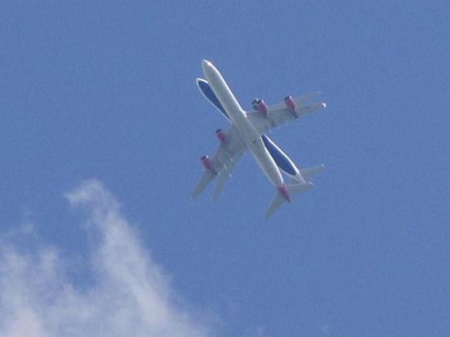 Heathrow: aerei uno sopra l'altro. Collisione evitata o effetto ottico?