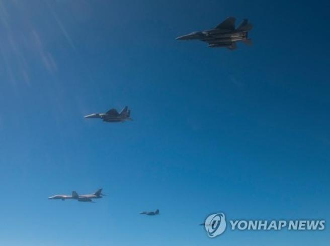 Aerei Usa sganciano bombe inerti al confine della Nord Corea |Foto