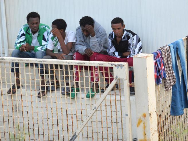 Migranti, Minniti e Ravasi: «Ius soli, sì  entro la fine della  legislatura»