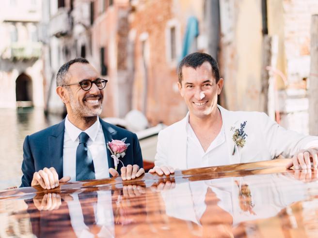 Andrea Castrignano, il matrimonio con Federico. «Devo tutto a mio padre, un figlio va amato e non giudicato»