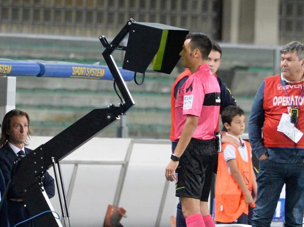 YouTube, Lasagna video gol Milan-Udinese: annullato con VAR