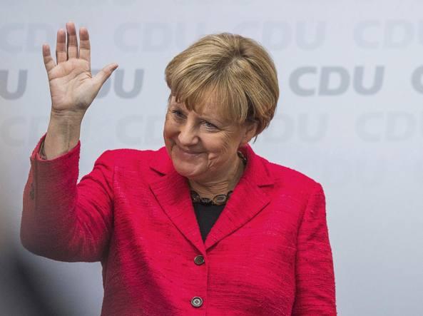 Angela Merkel fischiata al comizio finale a Monaco