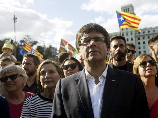 Catalogna, scontro su referendum: arrestato braccio destro del vicepresidente e 13 funzionari