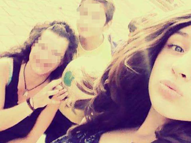 Ischitella, morta la 15enne colpita dall'ex compagno della madre Le foto