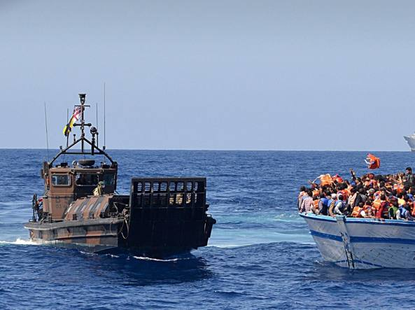Naufragio in Libia: oltre 100 dispersi in mare