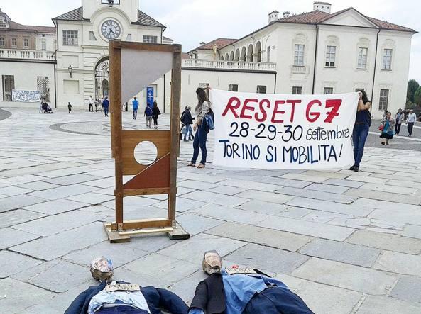 La sindaca visita la sala interforze della questura messa in piedi per il G7